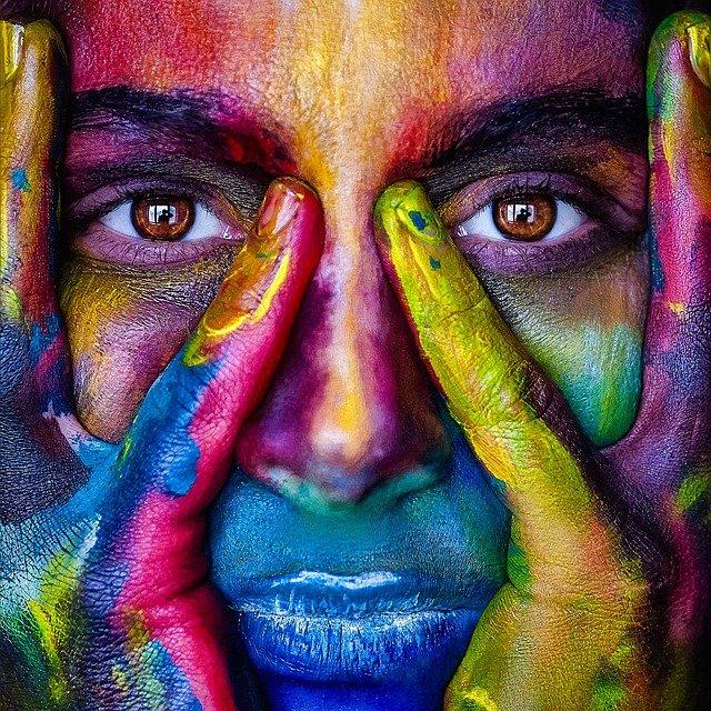 maedel farbig